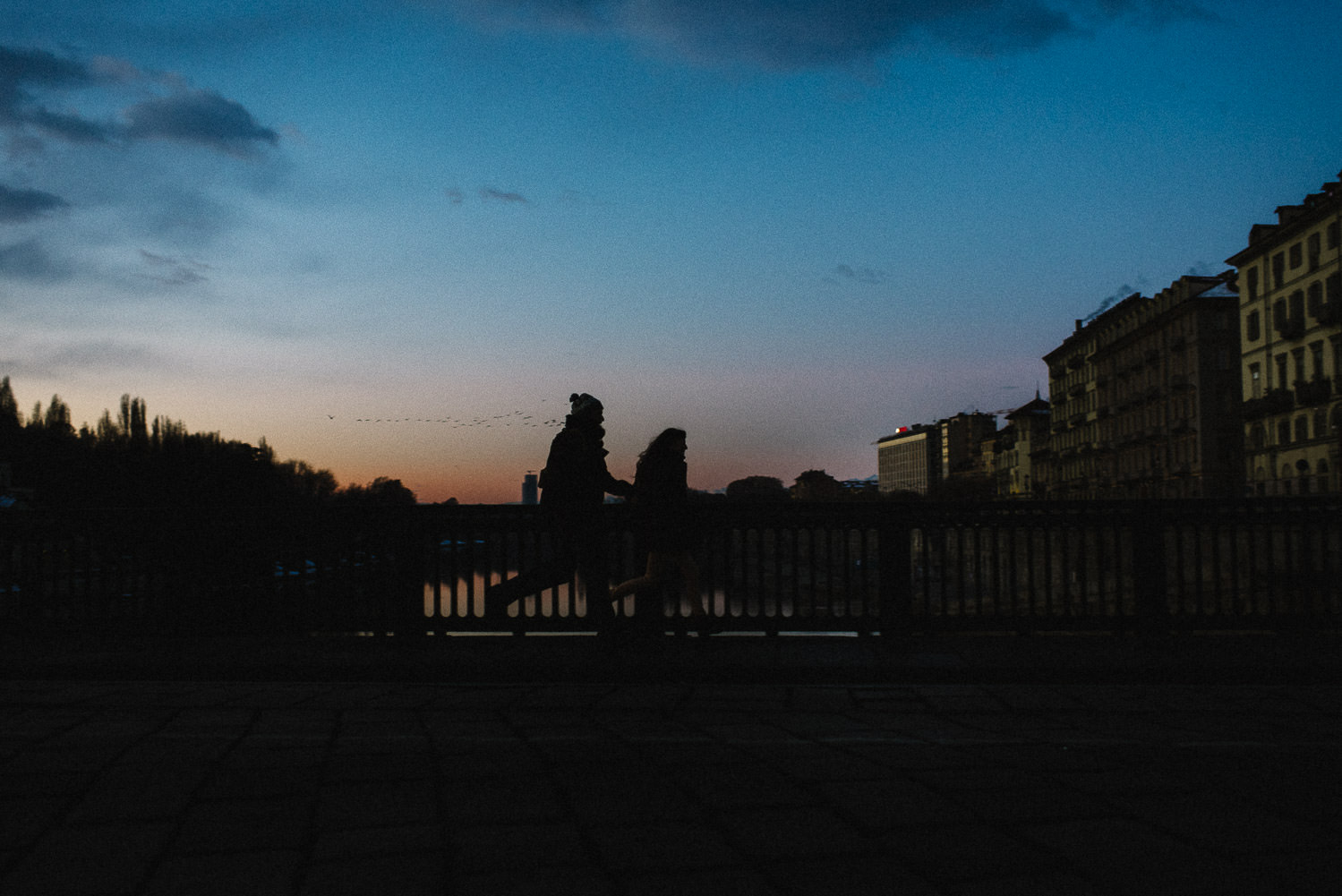 fotografo matrimonio Torino all'alba ai Murazzi
