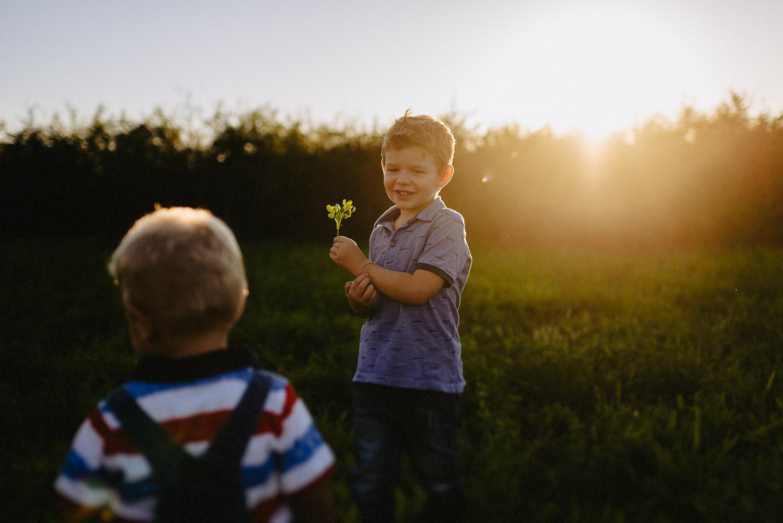 servizio fotografico di famiglia al tramonto